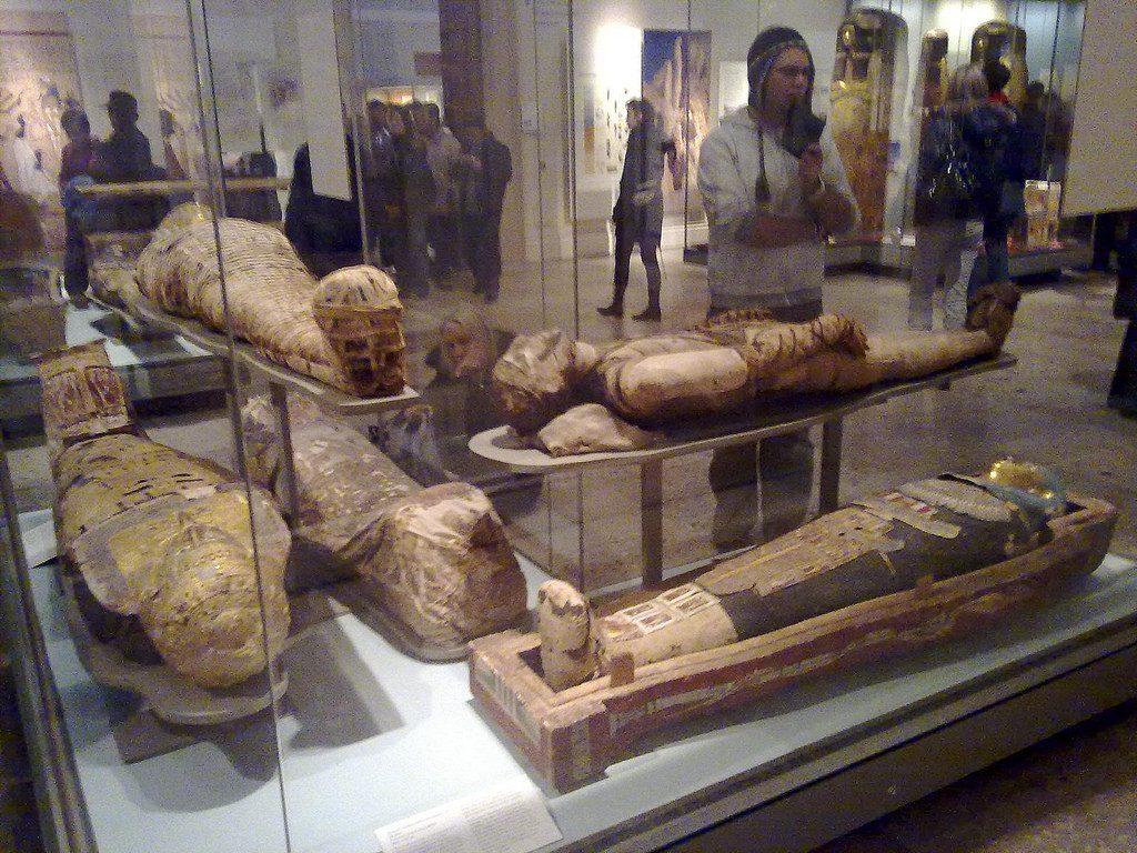 mummies-burial